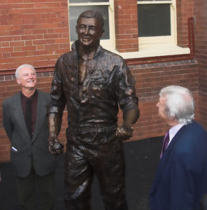 Terrance and Richie Benaud admire the sculpture